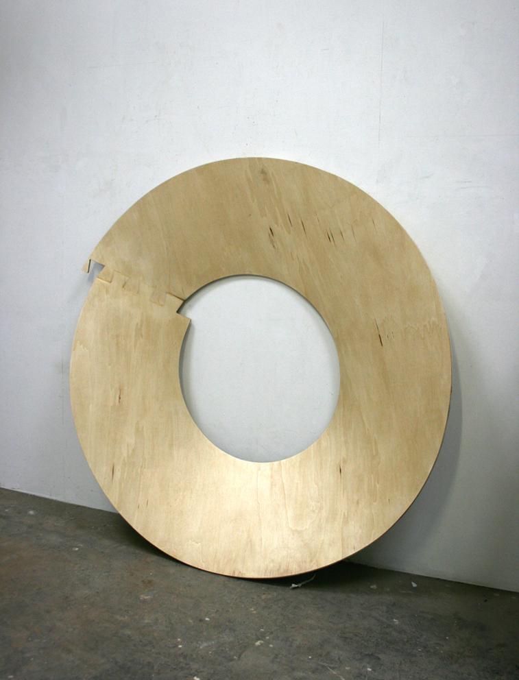 Révolution#06. Bois, vernis. Diamètre 153 cm.